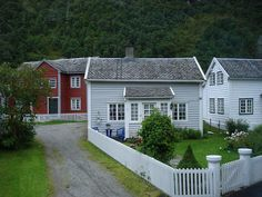 i love Norwegian houses ! -Lillehammer