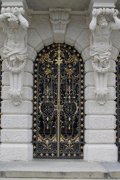 schloss linderhof, germany door