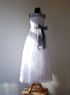 LONG WHITE Lace Dress Petra with Silk Sash and Bow por FoxnLily