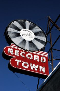 Record Town, Chicago..w/RCA Victor Dog (Nipper) & Phonograph on the record label.