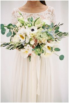 Oregon Elegant White & Gold Styled Shoot