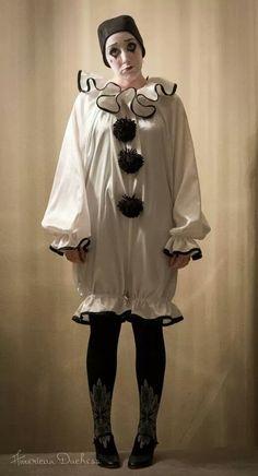 American Duchess: My Utterly Ridiculous Pierrot Clown Costume - Halloween 2013 Pierrot Costume, Clown Halloween Costumes, Pierrot Clown, Carnival Costumes, Halloween 2013, Cute Clown Costume, Halloween Photos, Clown Dress, Clown Suit