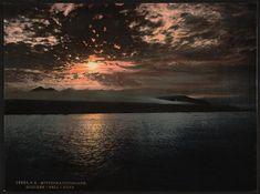 Midnight sun, Bell Sound, Norway ca 1890-1900  Bellsunder en fjord på vestsida avSpitsbergenpåSvalbard. Strengt tatt brukes den kartografisk om sundet som forenerVan MijenfjordenogVan Keulenfjordenfør disse munner ut iNorskehaveti vest.