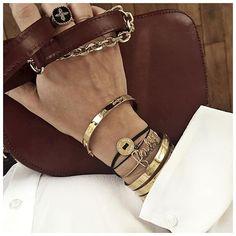 "Bijoux ✨ • Ring #pascalmonvoisin (from @pascalemonvoisin) • Bangles #stelladot (from @stelladot) • Personnalised bracelet #lamomebijou (from @lamomebijou, 20% de réduction avec le code ""LAMOME20"", valable jusqu'au 31 décembre) • Personnalised Bracelet #atelierpaulin (from @atelierpaulin) • Diamonds Bracelet #redline (from @redline_univers) ..."