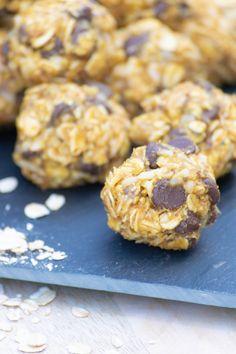 Peanut Butter Energy Bites, Healthy Snacks, Healthy Recipes, No Bake Snacks, Energy Balls, Pumpkin Bread, Pumpkin Spice Latte, Going Vegan, Grey Stripes