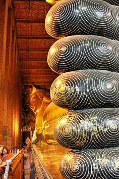 Wat Pho, Bangkok, Thailand ワット・ポー Bangkok Travel, Bangkok Thailand, Wat Pho, Building Designs, World Pictures, Travel Bugs, Phuket, Monuments, Old And New