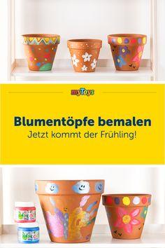 Der Frühling kommt & schon bald kann die Gartensaison eröffnet werden. Zeit kreativ zu werden und mit euren Kindern zu basteln: Um euch für die Gartenzeit schon richtig in Stimmung zu bringen, ist Blumentöpfe bemalen genau das Richtige! Kunterbunt & gemustert, ihr könnt euch mit euren Kindern beim bemalen austoben & eure Töpfe vielfältig gestalten. Ein tolles DIY für Kinder. #bastelnmitkind #diysfürkinder #diy #blumentöpfebemalen