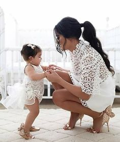 📸 Just the cutest flower girl and mother ever! Tag so… – Mom and Baby Mama Baby, Mom And Baby, Mother Daughter Fashion, Mom Daughter, Mom And Daughter Matching, Flower Girls, Outfits Madre E Hija, Junior Bridesmaid Dresses, Wedding Dresses