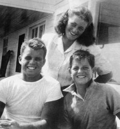 "kennedys-obsession: """"Bobby, Jean and Ted Kennedy in Hyannis Port, c. John Kennedy Jr., Les Kennedy, Ethel Kennedy, Caroline Kennedy, Die Kennedys, Kennedy Compound, Hyannis Port, John Fitzgerald, Greatest Presidents"