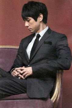 西島秀俊 Dapper Gentleman, Japanese Men, Asian Actors, Beautiful Person, Cold Day, Actress Photos, Mens Suits, Actors & Actresses, Nice Dresses
