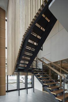 Gallery of PIER THIRTY Group's Western Japan HQ Building / Yoshihiro Kato Atelier - 13