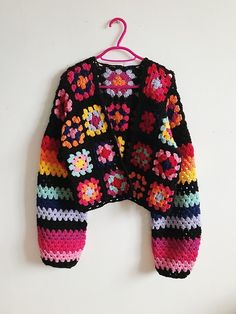 Crocheted granny squares and stripes cardigan | Realm.designs Mode Crochet, Diy Crochet, Crochet Crafts, Crochet Projects, Crochet Top, Crotchet, Gilet Crochet, Crochet Cardigan, Crochet Stitches