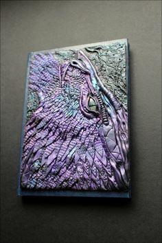 Tapa de revista dragón púrpura
