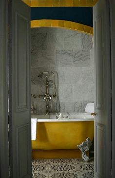 Want bathroom remodeling? Design, renovate and remodel your bathroom with the help of Alleva Construction in Teaneck, NJ. Bad Inspiration, Bathroom Inspiration, Interior Inspiration, Home Design, Interior Design, Interior Modern, Modern Design, Yellow Bathrooms, Bathroom Gray