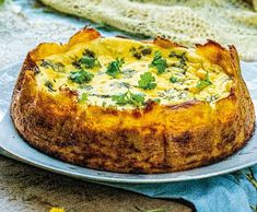 Sýrový quiche v bramborové krustě   Recepty Albert Quiche, Oreo, Treats, Breakfast, Food, Recipes, Sweet Like Candy, Morning Coffee, Goodies