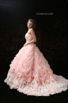 ディズニーのプリンセス・シンデレラをイメージしたキュートなレンタルドレス。