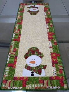 Christmas table run at 12 Days Of Christmas, Christmas Crafts, Christmas Decorations, Holiday Decor, Burlap Table Runners, Quilted Table Runners, Table Runner Pattern, Fall Table, Patch Quilt