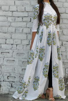 Block printed cape with mandarin collar and lining only in the upper body
