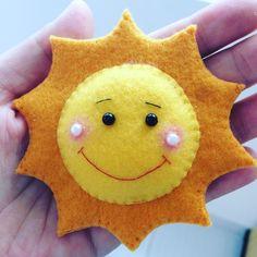 sol em feltro Kids Crafts, Felt Crafts Diy, Felt Diy, Diy Arts And Crafts, Clay Crafts, Easter Crafts, Fabric Crafts, Felt Patterns, Stuffed Toys Patterns