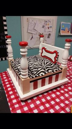 Cute Dog Beds Idea Don't forget to like and share! Cute Dog Beds, Puppy Beds, Diy Dog Bed, Pet Beds, Cute Dogs, Doggie Beds, Animal Original, Yorkies, Dog Furniture