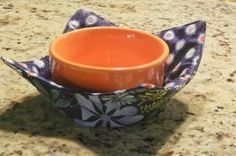 "microwave bowl pot holder...  seriously irritated that I paid $7 for this at my local quilt store for ""their pattern"" and it has NO pictures at all. Thanks to Seams Happy for her online tutorial that's clear and easy to follow and FREE! :)"