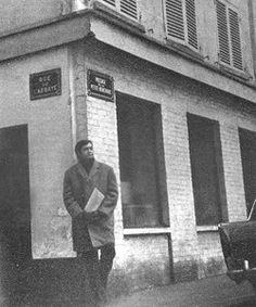 París, el refugio ideal Como sus personajes, Cortázar transitó por Saint-Michel, Saint Germain-des-Pres, Chatelet, rue Monsieur-le-Prince (donde vivió antes el poeta César Vallejo), el Canal Saint-Martin y por supuesto los puentes, sello identitario de la ciudad luz: Pont des Arts, Pont au Change, Pont Saint-Michel, Pont Neuf, mencionados repetidas veces en la novela.