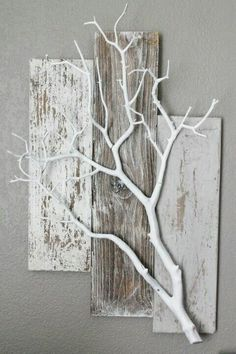 large pallets and white branch. Very cute idea for hanging plants or other things - Jim Mead , large pallets and white branch. Very cute idea for hanging plants or other things. Home Craft Decor, Diy Home Crafts, Decor Crafts, White Branches, Tree Branches, Lighted Branches, Twig Crafts, Wood Crafts, Paper Crafts