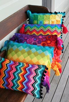 More finished cushions... I'm having so much fun making these, and seem to be developing quite a collection. A zigzag cushion in 8 pl...