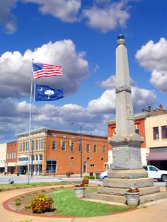 Monument in downtown Clinton, SC