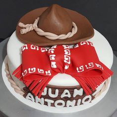 "404cb9d70e97d ""Pastel Charro!  charro  charros  sobrero  mexican  mexicano  rope  fondant   fondantcake  fondantart  cake  cakestagram  instacke  cakedesign   cakedesigner…"