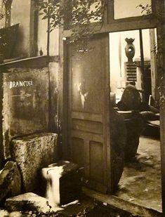 Atelier Brancusi -Romanian artist -Brancusi's studio in Paris Studios D'art, Artist Workspace, Constantin Brancusi, Painters Studio, Art Moderne, Modern Sculpture, Famous Artists, Artist At Work, Source Of Inspiration