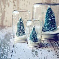 L'activité sympa à réaliser en famille : des boules à neige réalisées avec des mason jars #DIY #deco #noel
