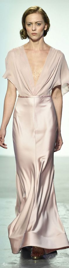 Spring 2018 RTW Saher Dia Catwalk Fashion, Fashion 2018, Gala Dresses, Evening Dresses, Beautiful Gowns, Beautiful Outfits, Social Dresses, Dressy Attire, Full Length Gowns