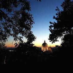 Mentre il sole sta spuntando, auguriamo buona giornata con i suoi colori al tramonto  (grazie allo scatto di @oryivory ) _________________ #brescia #secondhome #bellabrescia #duomodibrescia #tramonto #brescia_foto #movingculturebrescia #volgobrescia #atlantediviaggio #igersbrescia #visitbrescia #sunset #sunsetlovers #sunsetporn #sunset_pics #sunset_hub #sky #skylovers  #picoftheday #instagood