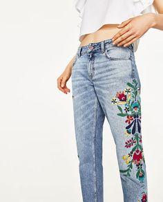 Image 2 de JEAN TAILLE NORMALE AVEC FLEURS BRODÉES de Zara Zara Embroidered Jeans, Embellished Jeans, Zara Outfit, Jean Bordado, Casual Attire For Women, Bohemian Pants, Painted Jeans, Cute Jeans, Denim Jeans