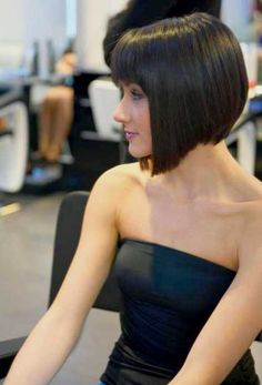Chic Short Haircuts with Bangs -You can find Bangs and more on our website.Chic Short Haircuts with Bangs - Bobbed Hairstyles With Fringe, Graduated Bob Hairstyles, Short Haircuts With Bangs, Asymmetrical Bob Haircuts, Bob Haircut With Bangs, Short Hairstyles For Women, Short Hair Cuts, Short Hair Styles, Short Bangs