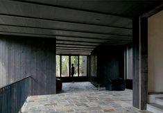 Residence von Alain Carle Architecte in Quebec, Kanada Black Exterior, Modern Exterior, Interior And Exterior, Interior Design, Design Interiors, Interior Walls, Interior Styling, Wood Architecture, Residential Architecture