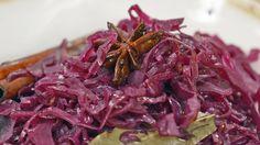 Denne rødkåloppskriften er godt krydret med allehånde, kanelstang, spisskummen og stjerneanis.