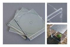 Vier CD-Hüllen-Vorderseiten ineinandergesteckt und eine CD-Rückseite als Deckel darauf: Fertig ist das CD-Hüllen-Treibhaus.