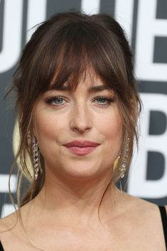 Frisurentrend Bangs: So cool tragen die Stars den Look! These pony hairstyles of the stars we want ASAP! Pony Hairstyles, Hairstyles With Bangs, Modern Hairstyles, Fringe Hairstyles, Trend Pony, Long Hair With Bangs, Short Bangs, Hair Bangs, Bangs Hairstyle