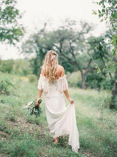 Outdoor wedding idea, wedding in the fields, wedding dress #bohowedding #bohobride #bride