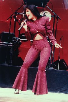 Mexican-American singer and actress Selena Quintanilla, also known as the Queen of Tejano music, captivated millions of fans with her incredible singing skills until her untimely death. Selena Selena, Selena Quintanilla Perez, Mexican American, Corpus Christi, Jennifer Lopez, Michael Jackson, Divas, Houston Rodeo, Costumes