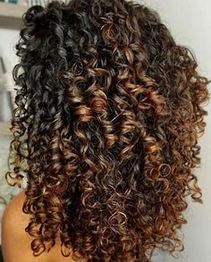 26 New ideas for hair styles corto mom Mixed Curly Hair, Colored Curly Hair, Curly Hair Tips, Curly Hair Styles, Natural Hair Styles, Long Face Hairstyles, Permed Hairstyles, Highlights Curly Hair, Curls For Long Hair