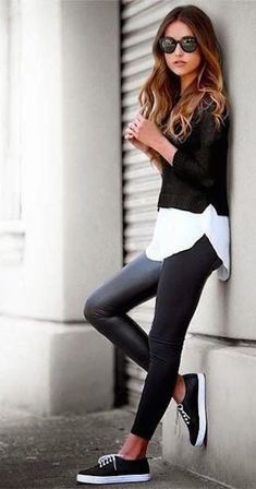 Ways To Wear Leather Leggings With Your Outfit This casual leather leggings outfit is so cute with the sneakers!This casual leather leggings outfit is so cute with the sneakers! Fashion Mode, Look Fashion, Autumn Fashion, Fashion Trends, Womens Fashion, Trendy Fashion, Fashion Ideas, Petite Fashion, Ladies Fashion
