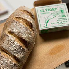 """244 Me gusta, 22 comentarios - Gaseosas El Tigre (@gaseosaseltigre) en Instagram: """"🤩Pan sin levadura. DELICIOSO y SENCILLO🤩 👉Ingredientes: ▶️250 gr de harina ▶️210 ml de buttermilk…"""" Bread, Instagram, Food, Bread Without Yeast, Brot, Essen, Baking, Meals, Breads"""