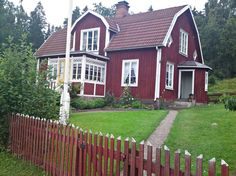 Wanna know my secrets? Exterior Color Palette, Exterior House Colors, Red Houses, Tiny Houses, Swedish Cottage, Sweden House, Home Porch, Scandinavian Home, Log Homes