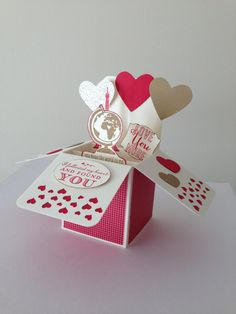 How pretty is this pop up Valentine card?