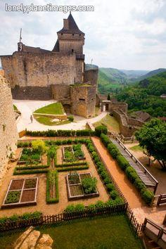 Medieval Garden Chateau de Castelnaud, Dordogne - France - Photographer Barbara…