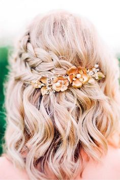 Accessories for braids Gorgeous Braided Prom Hairstyles for Short Hair - love this pretty half up braid. Gorgeous Braided Prom Hairstyles for Short Hair - love this pretty half up braided style with a floral hair accessory Curly Hair Styles, Medium Hair Styles, Short Hair Prom Styles, Medium Hair Wedding Styles, Prom Hair Medium, Short Homecoming Hair, Hair Styles For Formal, Easy Prom Hair, Medium Length Wedding Hair