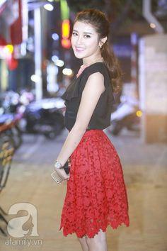 Beautiful Asian Girls, Lace Skirt, China, Princess, Nice, Skirts, Beauty, Dresses, Fashion